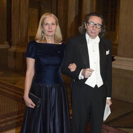 O casal Katarina Frostenson e Jean-Claude Arnault durante jantar no Royal Palace in Stockholm. Marido foi pivô do escândalo que abalou a credibilidade do Nobel. Foto: HENRIK MONTGOMERY / AFP
