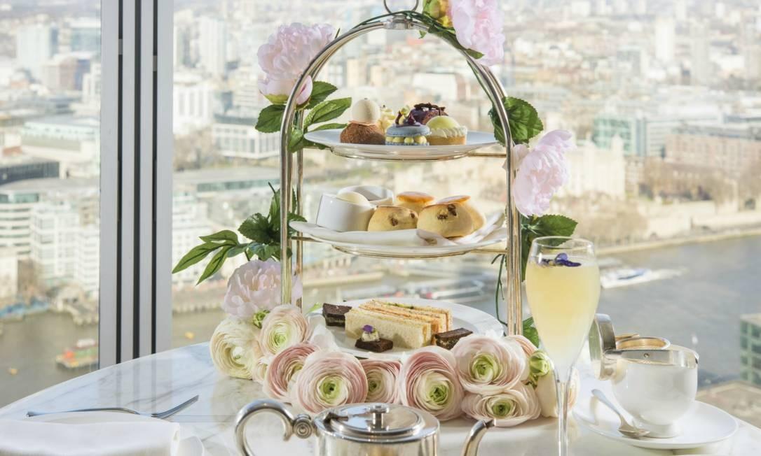 5a76c88bc2a Casamento real inspira chá da tarde em hotel de luxo em Londres ...