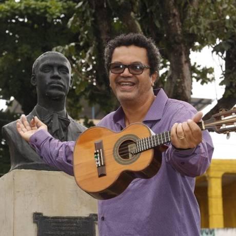 Marquinhos de Oswaldo Cruz comemora a volta da feira Foto: Agência O Globo / Fábio Guimarães
