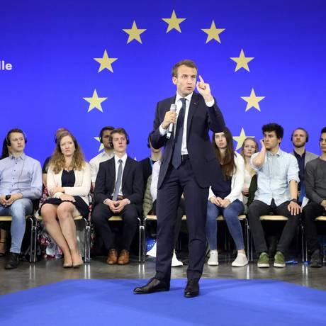 Macron discursa ao receber o Prêmio Carlos Magno na Alemanha: seu projeto de um Fundo Monetário Europeu tem sido rejeitado pelos alemães Foto: LUDOVIC MARIN / AFP