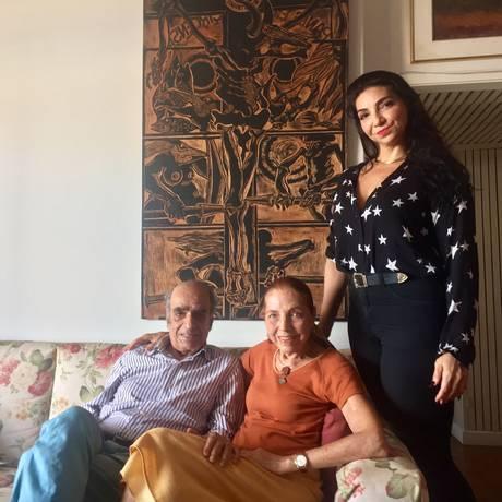 A escritora ao lado do marido e da filha Foto: Gabriel Menezes
