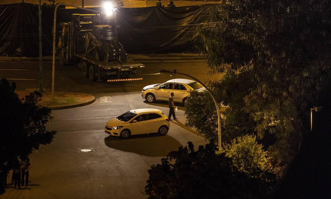 Dois carros são usados na reconstituição do assassinato da vereadora Marielle Franco e do motorista Anderson Gomes Foto: Alexandre Cassiano / Agência O Globo