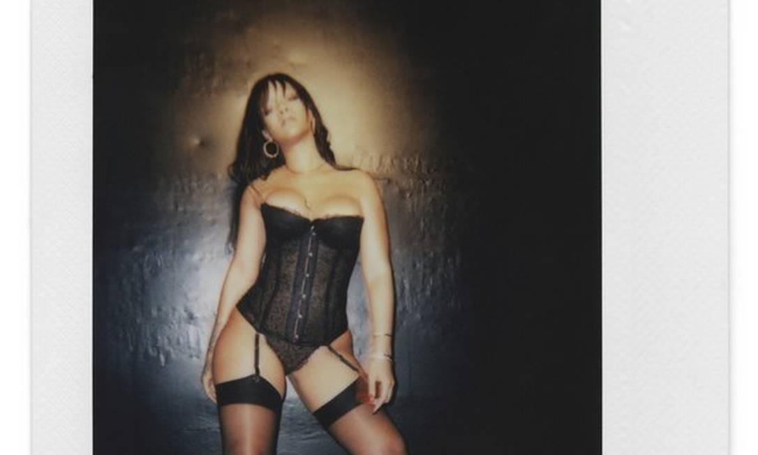 17aef34e6 Rihanna posa com peças da Savage x Fenty Foto  Divulgação