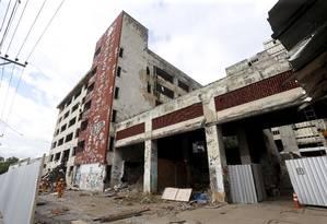 O antigo prédio do IBGE na Mangueira que será implodido neste domingo Foto: Arquivo / 03/05/2018 / Marcelo Theobald / Agência O Globo