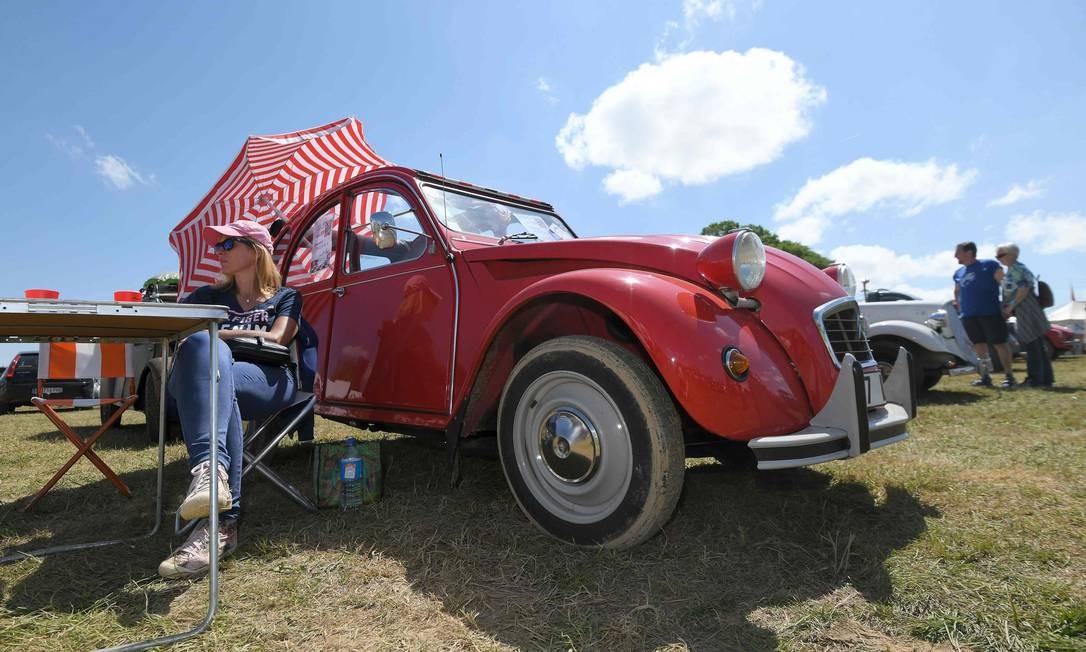 O modelo foi apresentado pela primeira vez ao público no Salão do Automóvel de Paris de 1948 e só saiu de linha em 1990. Foram fabricadas 5,1 milhões de unidades. Foto: Sebastien Bozon / AFP