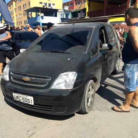 Carro em que o policial estava fazendo escolta Foto: Reprodução Facebook/Realidade do RJ