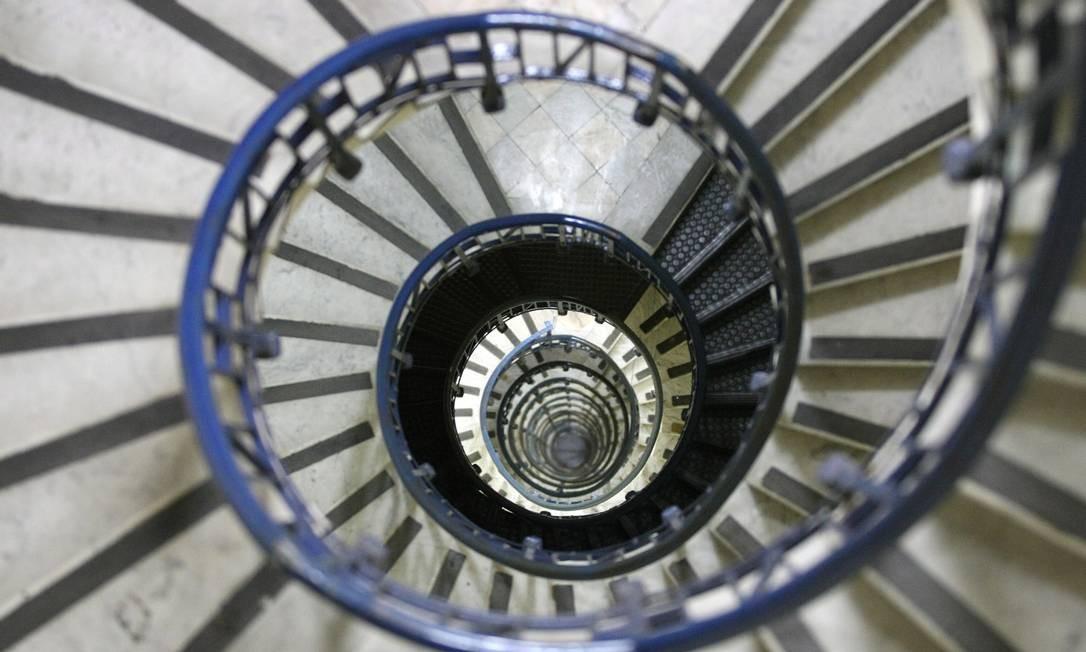 Beleza interior: a escadaria do edifício A Noite Foto: Márcia Foletto/19/06/2009