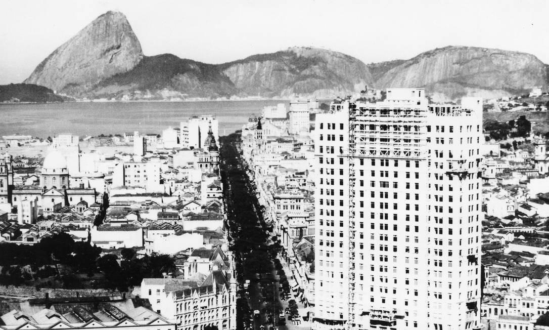 Em 1930, época em que o prédio ainda era o mais alto da Praça Mauá Foto: Agência O Globo