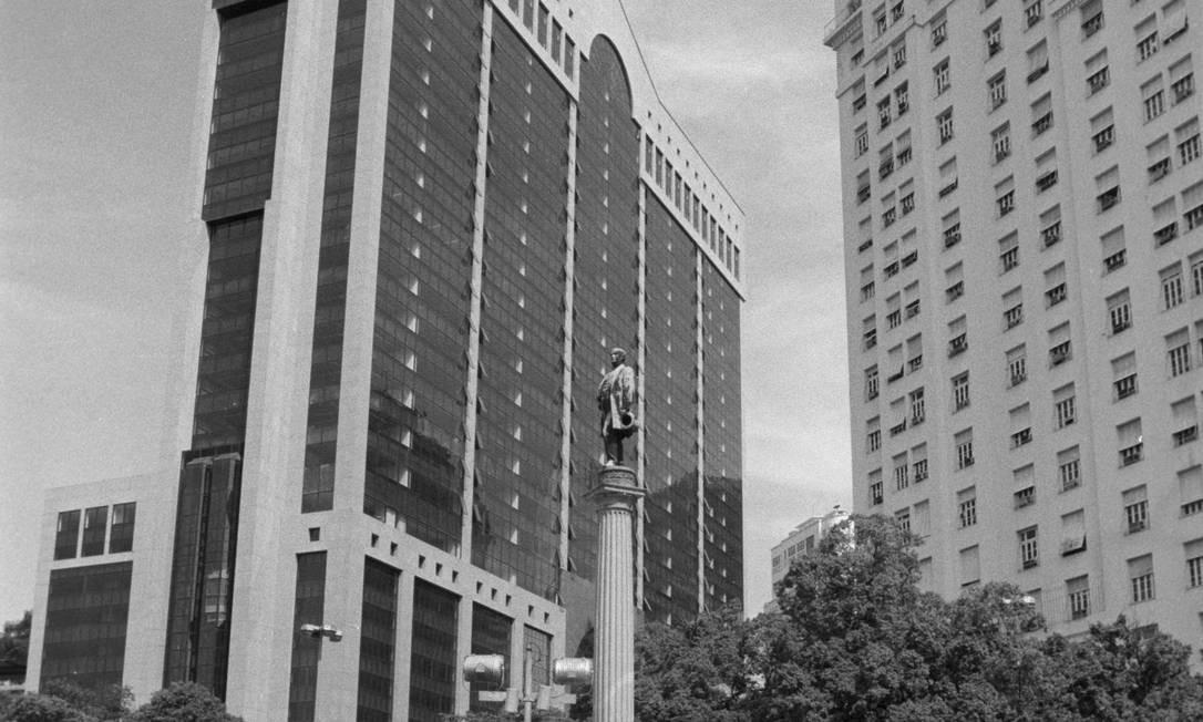 Ele foi o primeiro arranha-céu da América Latina, mas desde o início dos anos 2000 sofre com o abandono. Foto: Jorge Rodrigues Jorge / Agência O Globo /01/03/1990