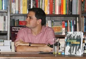 O pesquisador Matias Spektor, durante palestra sobre o livro