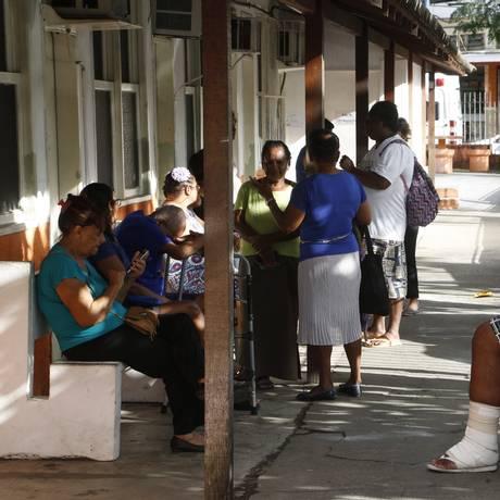 Pacientes na policlínica da Engenhoca, que atende os bairros com maior incidência da doença Foto: Fábio Guimarães / Agência O Globo