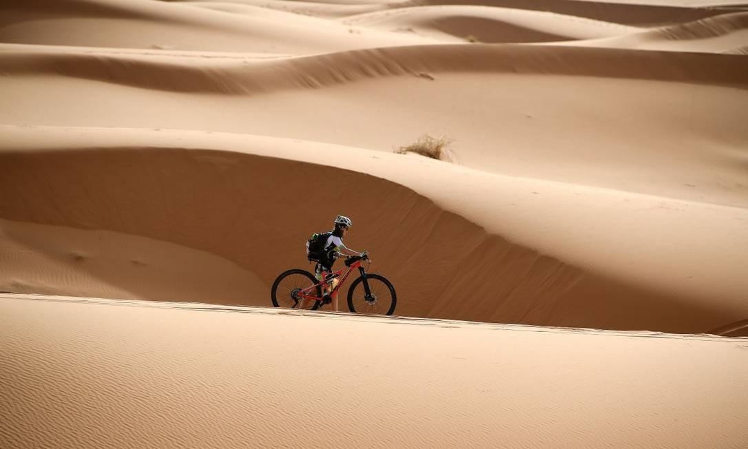 Disputada desde 2006, A Titan Desert atravessa parte do Deserto do Saara Franck Fife / AFP