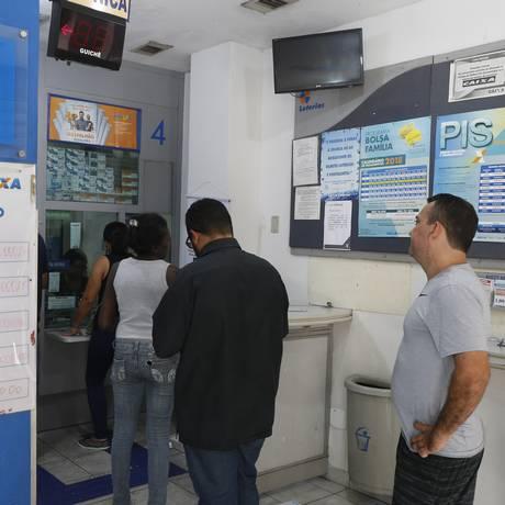 Apostadores lotaram uma casa lotérica na Zona Sul do Rio Foto: Domigos Peixoto