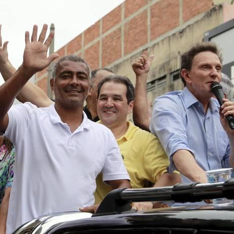Romário e Crivella Foto: Fábio Guimarães / Agência O Globo