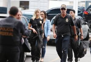 Operação da PF prende doleiros no Rio Foto: Fabiano Rocha / Agência O Globo