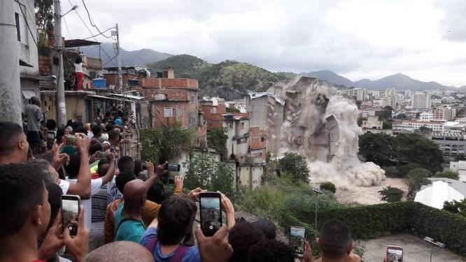 Prédio na Mangueira é demolido para construção de condomínio Minha Casa, Minha Vida Foto: Pedro Zuazo 13-05-2018 / Agência O Globo