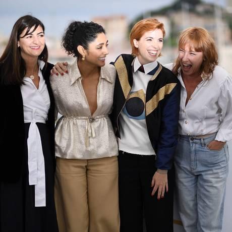 A produtora Didar Domehri (esq.), a atriz Golshifteh Farahani, Eva Husson and a atriz Emmanuelle Bercot na sessão de