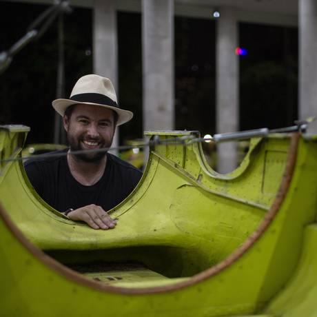 'Todo homem que sonhou em voar foi um apaixonado', diz o artista plástico e piloto, Marcos Amaro. Foto: Alexandre Cassiano / Agência O Globo