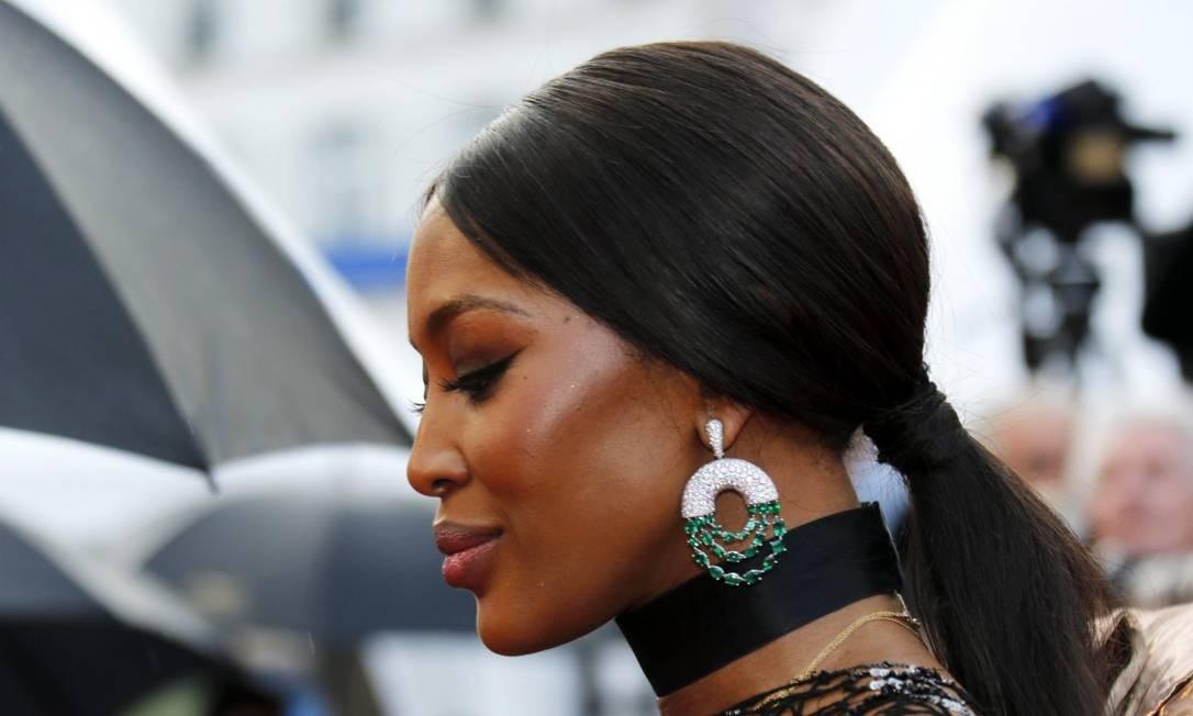 Diamantes são eternos, mas quem está com a vez no mundo da alta joalheria são as esmeraldas. Nos badaladíssimos tapetes vermelhos e festas do Festival de cinema de Cannes, atrizes e modelos têm desfilado com uma valiosa quantidade das pedras verdes REGIS DUVIGNAU / REUTERS