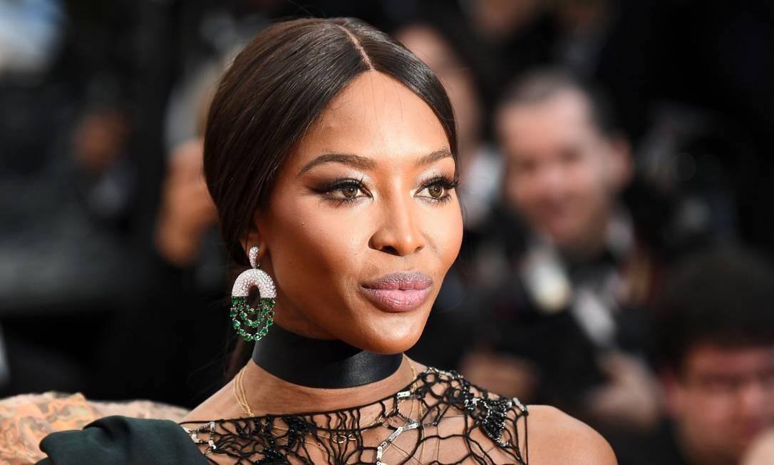 """Na estreia de """"BlacKkKlansman"""", Naomi Campbell usou um brinco várias pequenas esmeraldas ANNE-CHRISTINE POUJOULAT / AFP"""
