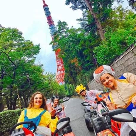 Turistas passeiam por Tóquio com veículos inspirados no jogo Mário Kart Foto: Divulgação/MariCAR