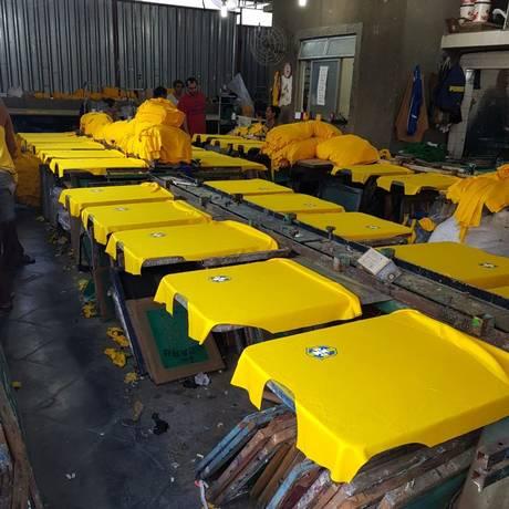 Local, em São João de Meriti, conseguia produzir até mil camisas por dia Foto: Reprodução