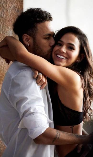 Lingerie, trocas de carícias e tatuagens: a campanha da linha de underwear do casal #Brumar para a C&A é quente Divulgação