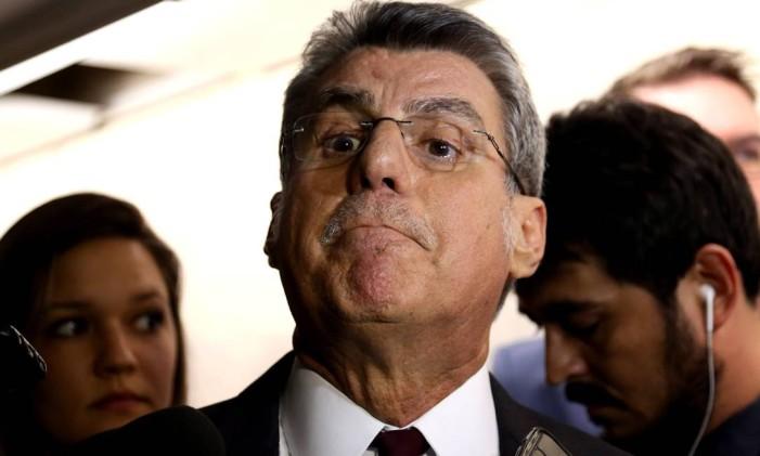 O senador Romero Jucá (PMDB-RR), Líder do governo no Senado e presidente nacional do PMDB, após reunião do PMDB Foto: Givaldo Barbosa / Agência O Globo