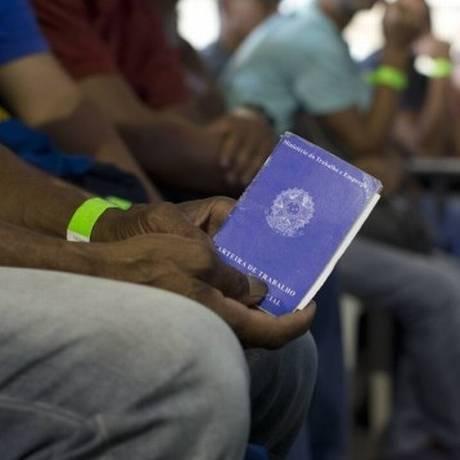Exigência máxima é de seis meses na carteira Foto: Márcia Foletto/Agência O Globo