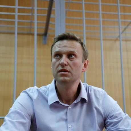 Alexei Navalny, no tribunal, aguarda sentença que acabou por condená-lo a 30 dias de prisão Foto: TATYANA MAKEYEVA / REUTERS