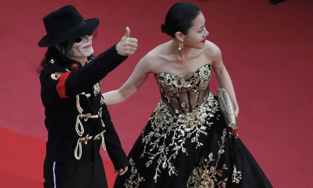 Sósia de Michael Jackson foi a sensação do lançamento do filme, em Cannes JEAN-PAUL PELISSIER / REUTERS