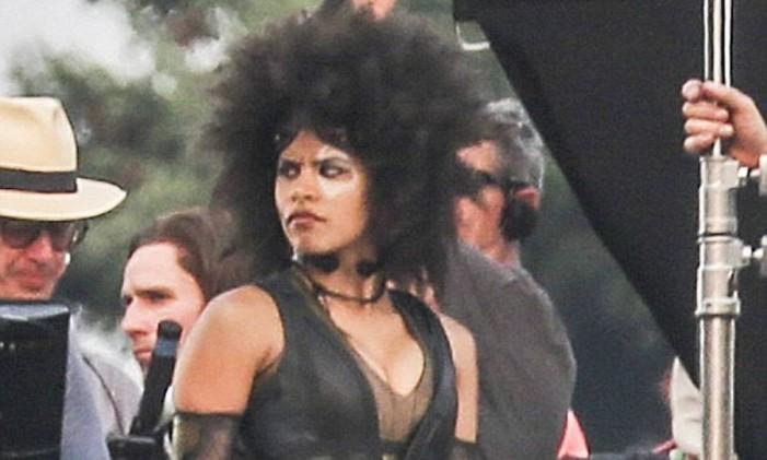 Zazie Beetz interpreta personagem que nos HQs odeia Deadpool, mas no longa não é bem assim Foto: Divulgação/Splash News