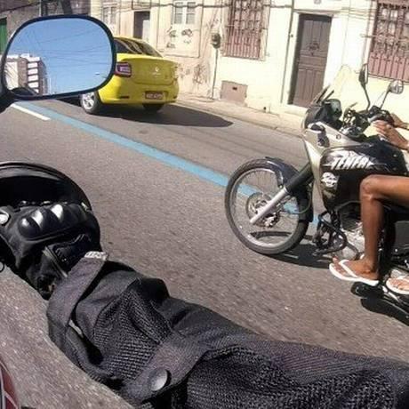 Motociclista registrou toda a ação dos bandidos Foto: Reprodução / OTT-RJ