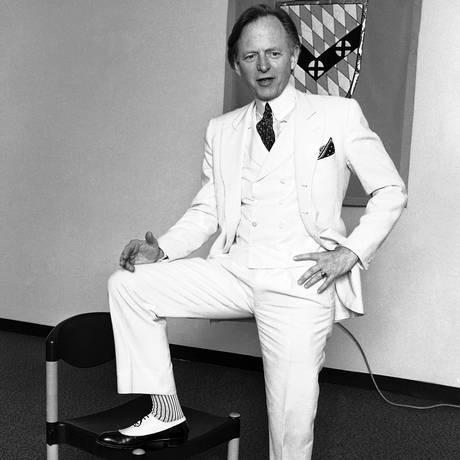 O jornalista Tom Wolfe em uma foto de novembro de 1986 Foto: AP