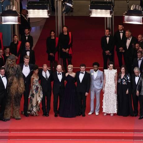 Stormtroopers fazem a guarda do elenco de 'Han Solo' na pré-estreia em Cannes Foto: LAURENT EMMANUEL / AFP