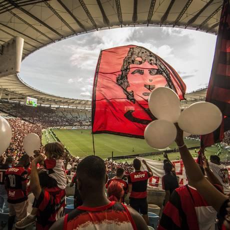 Torcida de volta no Maracanã, mas sem faixas e bandeiras Foto: Guito Moreto / Agência O Globo