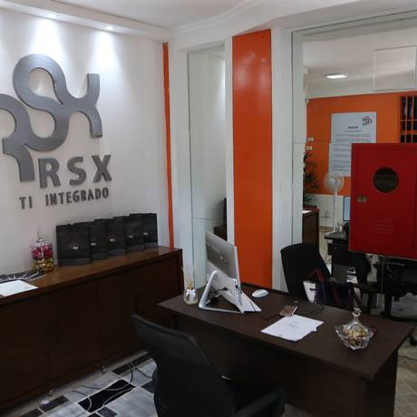 Após denúncia, empresa faz reforma e passa a se parecer com empresa de informática Foto: Givaldo Barbosa / Agência O Globo