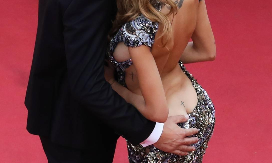 O casal, no entanto, mostrou um pouco mais de ousadia no tapete vermelho VALERY HACHE / AFP