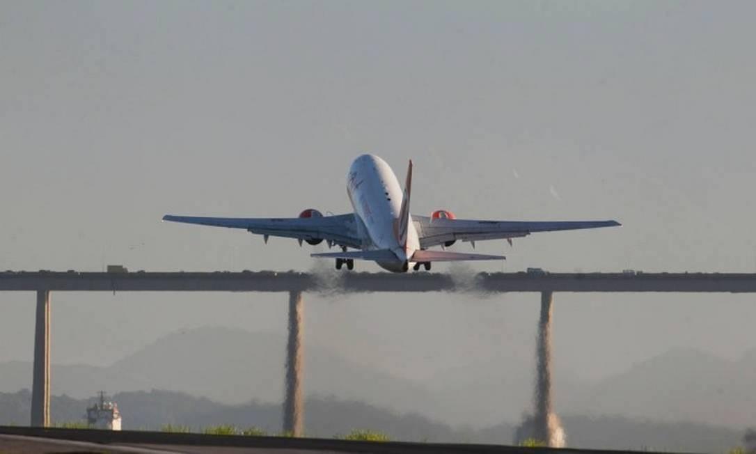 Transformar pontos em passagens aéreas nem sempre é a melhor opção Foto: Pedro Teixeira / Agência O Globo