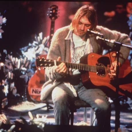 Kurt Cobain com o Martin D-18E 1959 na gravação do 'MTV Unplugged' Foto: Divulgação