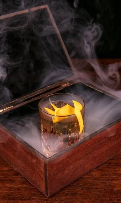 MEE: Japanese Giftbox: uísque japonês, Campari, mix de vermutes e Islay Single Malt defumado (R$ 46). Av. Atlântica 1702, Copacabana (2548-7070) TomasRangel / Divulgação
