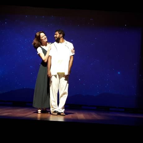 Babi Xavier e Nill Marcondes vivem, respectivamente, Cléo e Martinho na peça Foto: Divulgação / Divulgação