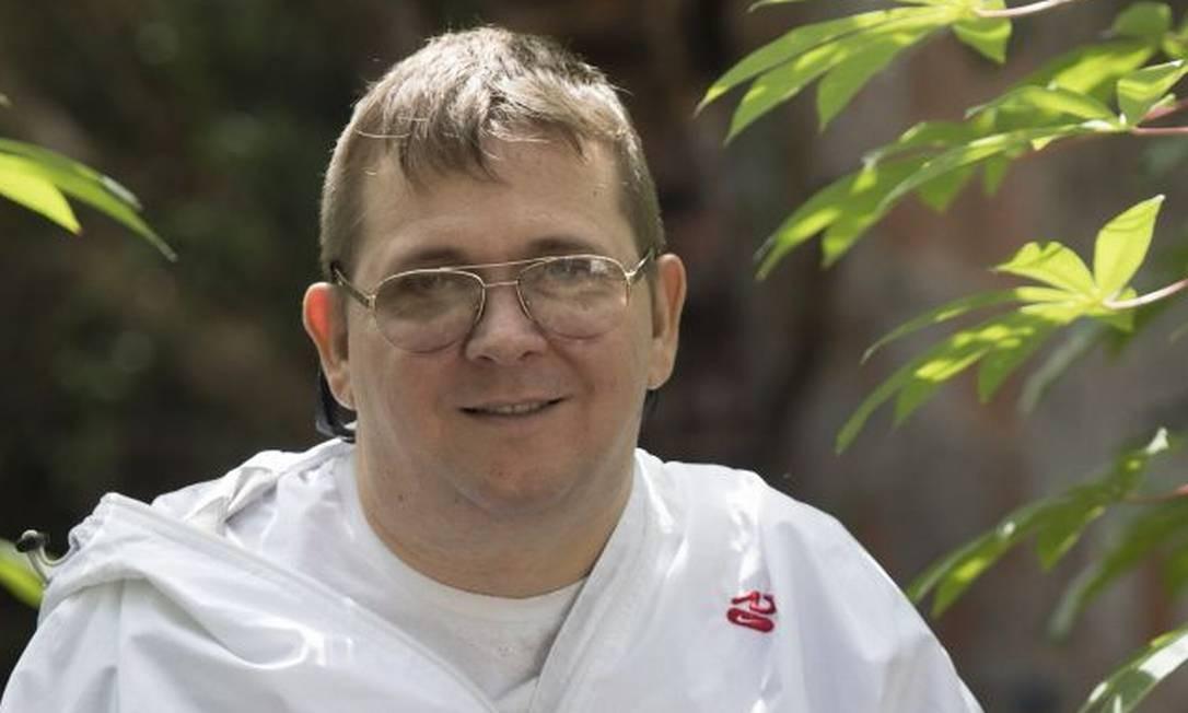 Cadeirante lança livro em que narra sua adaptação após ficar tetraplégico
