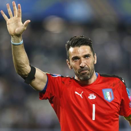 Buffon anunciou adeus à Juventus, pela qual joga há 17 anos Foto: Michael Probst / AP