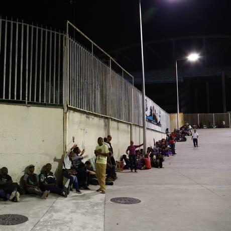Cariocas fazem fila de madrugada para feirão de emprego. Foto: Uanderson Fernandes