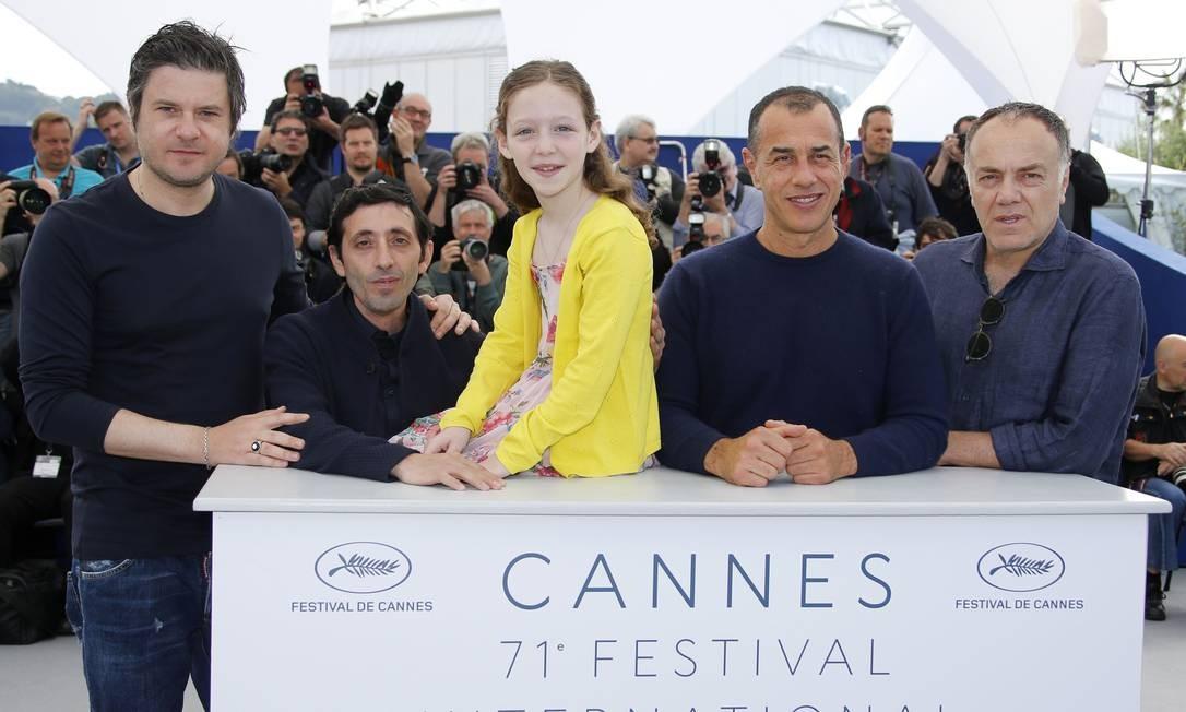 O diretor Matteo Garrone apresenta o filme 'Dogman' em Cannes, junto com o elenco: Marcello Fonte, Edoardo Pesce, Alida Baldari Calabria e Francesco Acquaroli Foto: JEAN-PAUL PELISSIER / REUTERS