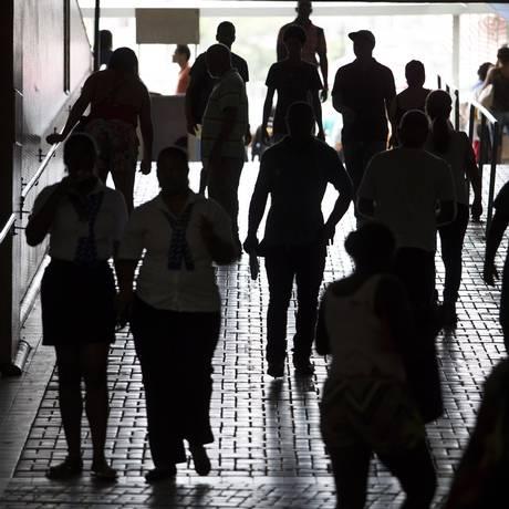 Movimento de pessoas na Central do Brasil. Foto: Antonio Scorza / Agência O Globo