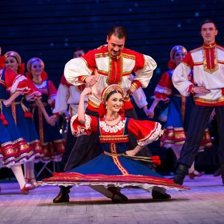 Integrantes do Ballet Folclórico Nacional da Rússia dançam gêneros musicais referentes a diferentes países Foto: Divulgação