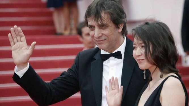 O diretor Sergey Dvortsevoy e a atriz Samal Yeslyamova apresentam 'Avka', em Cannes Foto: JEAN-PAUL PELISSIER / REUTERS