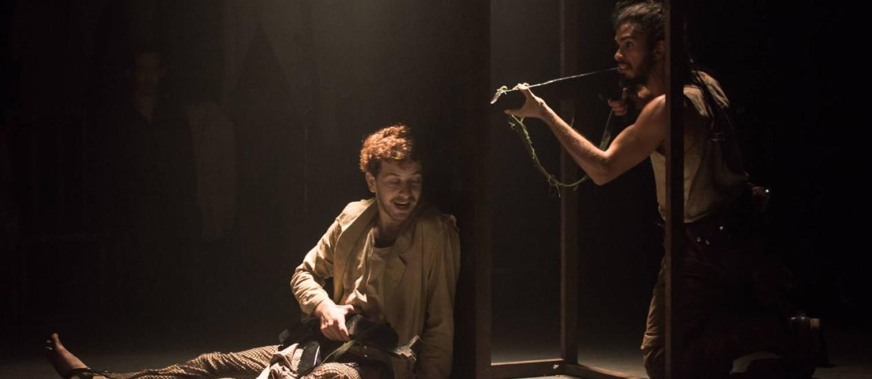'A palavra progresso na boca da minha soava terrivelmente falsa' é o segundo espetáculo de Matéi Visniec montado pelo grupo Foto: Digo Nunes